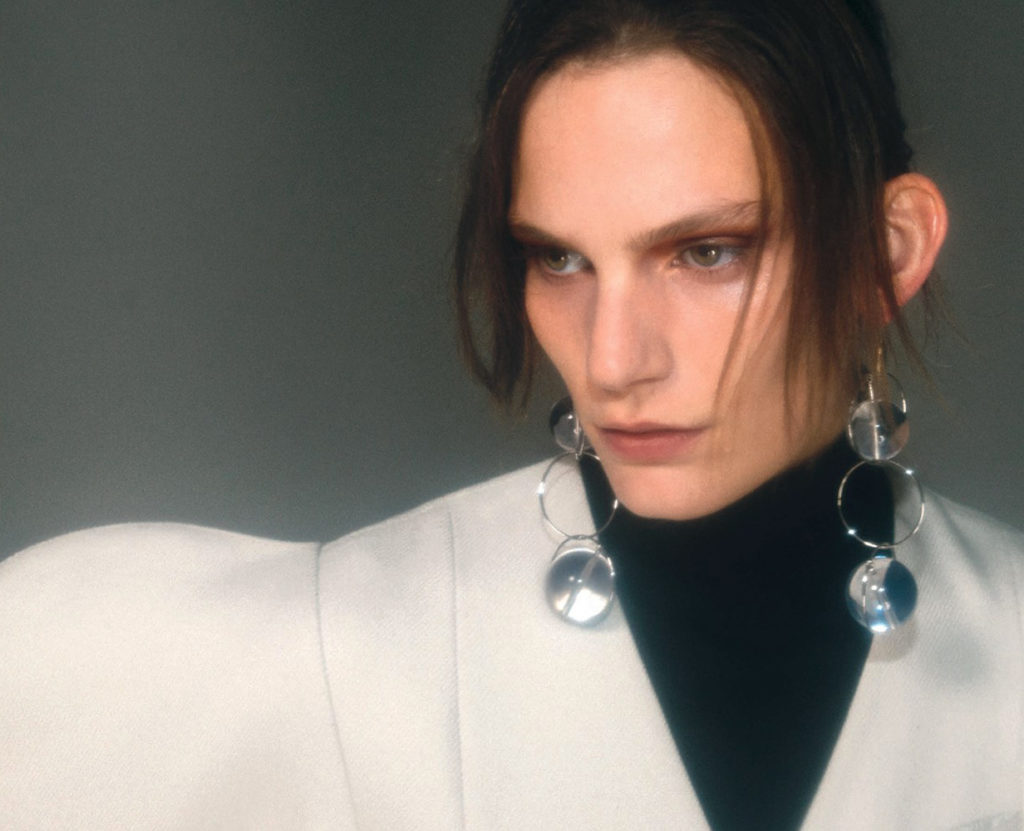 numero russia - photographer by Hugo Comte - styling Emelie Hulyqvist - make-up Giulio Panciera