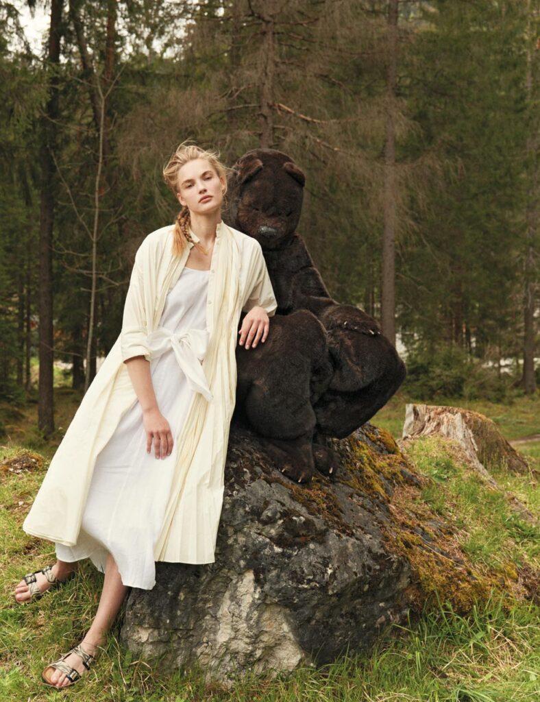 Io Donna - Photographer Jork Weismann - Stylist Ulrike Lang - Make Up Roman Gasser - WM-Artist Management - W-MManagement