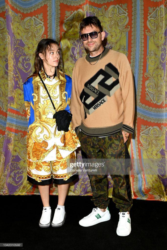 Damon and missy albarn - Versace - makeup Giulio Panciera - mfw 2021 - Wm-artist management - w-mmanagement - milano