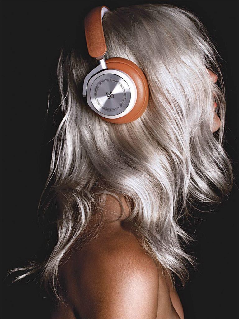 Elle italia - photographer Luca Stoppini - styling Micaela sessa - hair - Luca Lazzaro - wm-artist Management - w-mmanagement